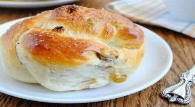 Пряные булочки с изюмом