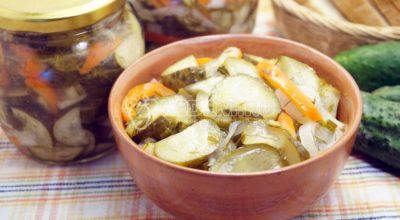 Салат из огурцов на зиму с луком