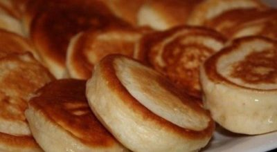 Пышные оладушки на кипяченом кефире — самые вкусные и пышные