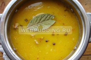 Суп рассольник с перловкой и солеными огурцами
