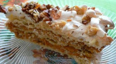 Торт А-ля по-киевски обладает безупречным ароматом и изысканным вкусом