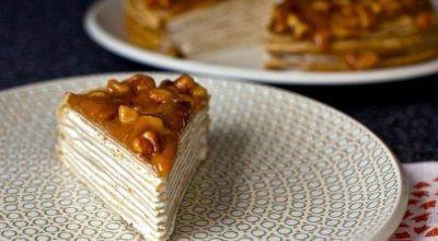 Полезный завтрак. Блинный торт из бананов с йогуртом и глазурью из грецкого ореха