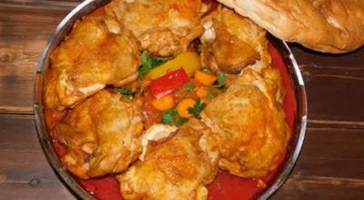 Обалденные куриные бедрышки с овощами