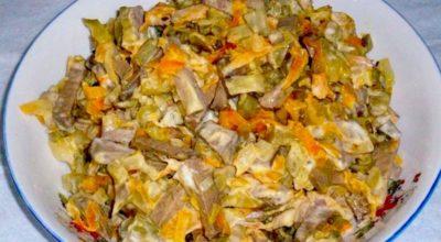 Бесподобный салат с куриной печенью и огурчиками