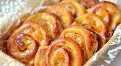 Аппетитные французские булочки на завтрак