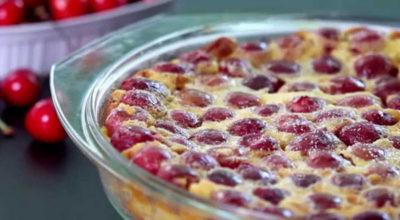 Это самый вкусный и быстрый вишневый пирог в мире. И вдобавок невероятно вкусный