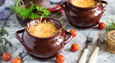 Картофельная бабка с мясом в горшочках