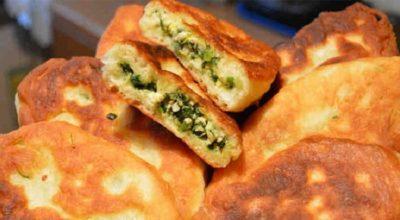 Потрясающие вкусные пирожки с зеленым луком и яйцом