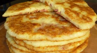 Аппетитные сырные лепешки с начинкой на кефире. Быстрые и очень вкусные