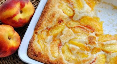 Фруктовый сочный пирог «Персиковый коблер»