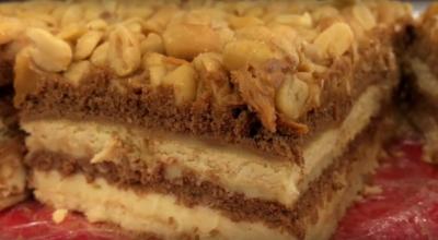 Торт без выпечки «А-ля СНИКЕРС» — на большую компанию