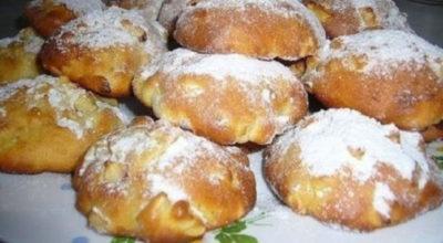 Вкусные яблочные булочки к утреннему чаю: Готовятся элементарно