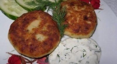 Изумительные котлеты из картофеля, сыра и укропа с грибами + соус