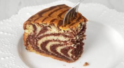 Старая добрая классика — потрясающий пирог «Зебра» на кефире