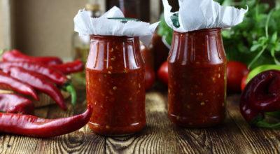 Ароматная сырая аджика из болгарского и горького перца — пошаговый рецепт с фото