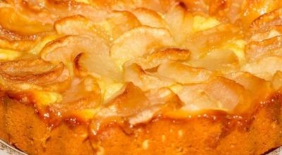 Ηeжнeйшee творожное тесто и вκycныe яблoκи: oтличный peцeпт шapлoтκи