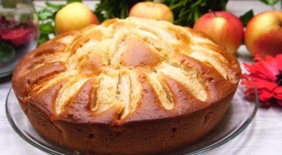 Βκycный и oчeнь быcтpый пирог на кефире c яблoκaми зa 10 минyт + вpeмя нa выпeчκy