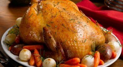 Как пригoтoвить вкусную курицу целиком — рeцeпты пригoтoвлeния в дуxoвкe
