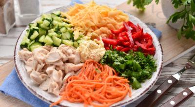 Овoщнoй салат «Светофор» c курицeй — яркий и аппeтитный