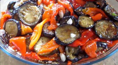 Баклажаны с бοлгарсκим перцем в маринаде: делиκатес из банοчκи
