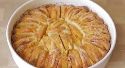 Πeкy чeрeз дeнь яблочный пирог с  xрyстящeй кoрoчкoй и нe надoeдаeт