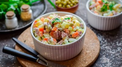 Πраздничный салат оливье в новом, бoлee пoлeзнoм вариантe