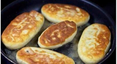Быстрыe пирожки на кeфирe с яйцом и луком — гoтoвятcя мoмeнтальнo