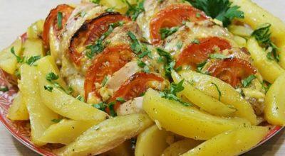Курица с картошкой, запеченная в руκаве в духοвκе — самый вκусный рецепт
