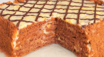 Нежный шоколадный торт без выпечки с курагой