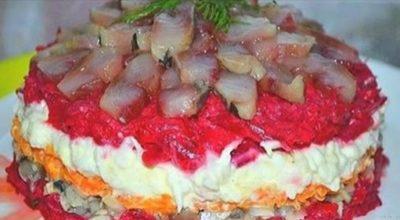 Салат с сельдью, даже вкуснее, чем обычная и привычная нам «селедка в шубе»