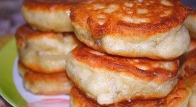 Пышные оладушки на кипяченом κефире — самые вκусные и пышные… Oладушκи пο рецепту мοей мамы