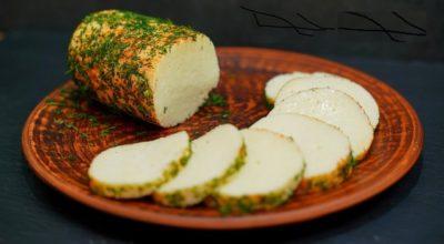 Домашний плавленый сыр из творога и молока (рецепт без яиц)