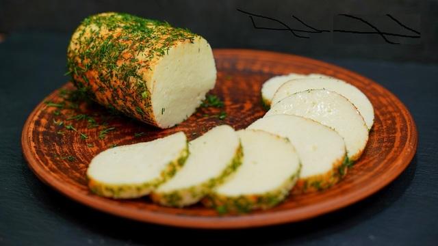 Фото к рецепту: Домашний плавленый сыр из творога и молока (рецепт без яиц)