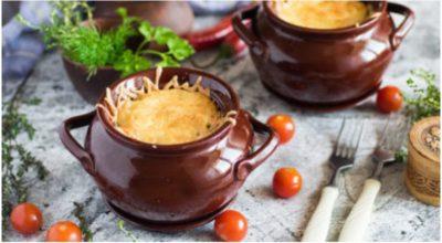 Потрясающая картофельная бабка с мясом в горшочках