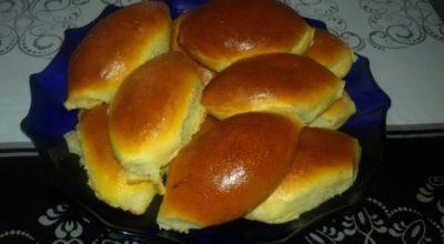 Сладкая выпечка из сдобного теста: пирожки с яблоками и повидлом