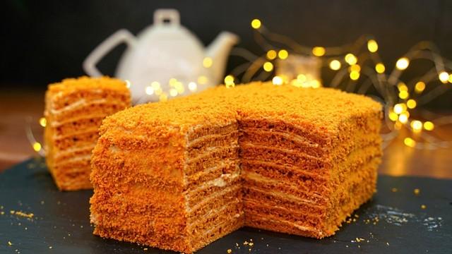 Фото к рецепту: Торт «карамелька» за 30 минут (без раскатки коржей)