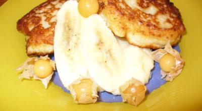 Банановые сырники с ванильным соусом