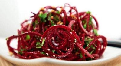 Как приготовить салат из сырой свеклы — вкусные рецепты