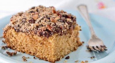 Пирог на кефире с вареньем и грецкими орехами