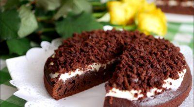 Шоколадный пирог с кофе и сметанным кремом
