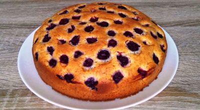 Быстрый вишневый пирог. Это очень вкусно