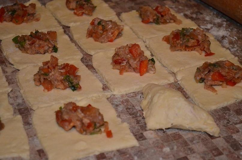 Конвертики с мясом из творожного теста., изображение №3