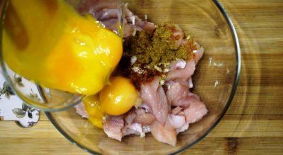 Заливаю яйцами куриную грудку и получаю нежную закуску. Лучшая закуска для просмотра фильма