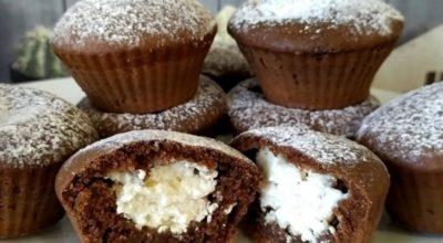 Очень нежные шоколадные кексы с творожной начинкой