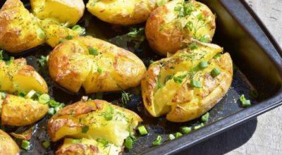 Как приготовить мятую картошку. Нежная запеченная в духовке картошка