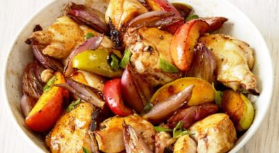 Запеченное куриное филе с яблоками – идеальное сочетание для приятного ужина