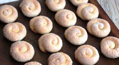 Рецепт красивого слоеного печенья «Сахарные улитки». Быстро и вкусно