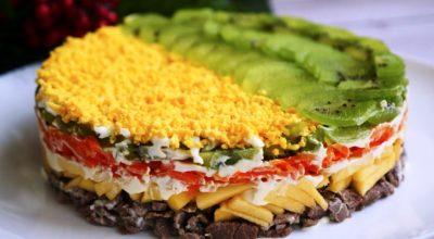 Если вам надоели салаты с куриным мясом. Салат «Новогодний каприз» — сочный и вкусный