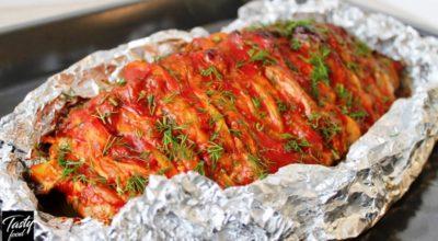 Мясо, запеченное в духовке с помидорами и грибами