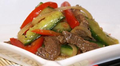 Закуска из огурцов с мясом и перцем по-корейски